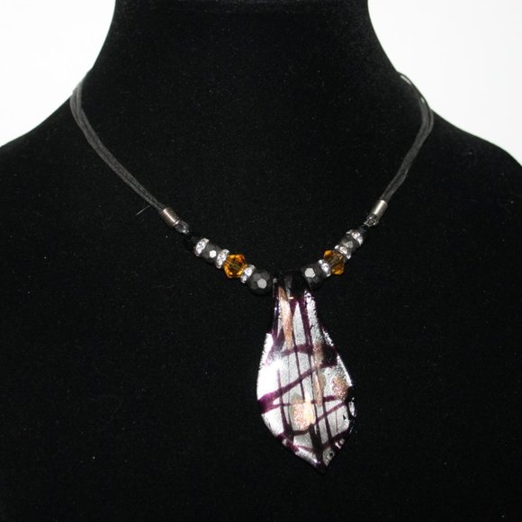 Vintagejelyfish Jewelry - Beautiful black and glass necklace 16""